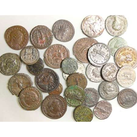 Lot de 30 monnaies romaines